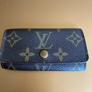 Auth Louis Vuitton monogram leather key case